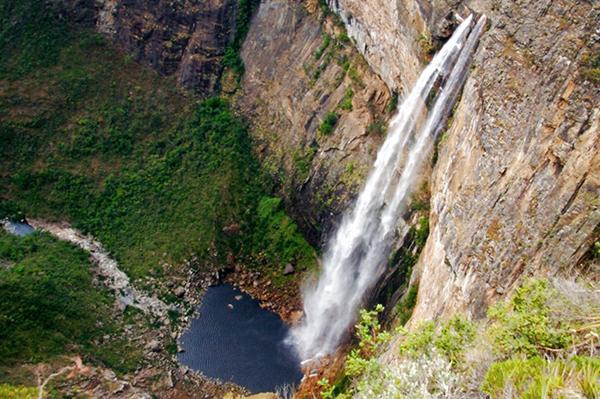 cachoeira_do_tabuleiro_serra_do_espinhaco_em_minas_gerais 600px